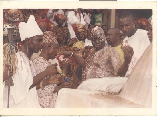 Araba Agbaye (center), son of Araba- Owolabi Aworeni (far right)