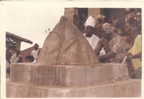Araba Agbaye and son Babalawo Owolabi Aworeni touching Origi